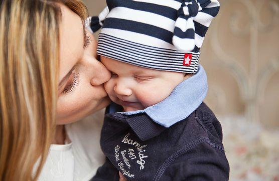 Na adopcję niemowlaka decyduje się największa liczba par. Sprawdź, jak wygląda procedura w tym przypadku i co dzieje się przed rozprawą adopcyjną