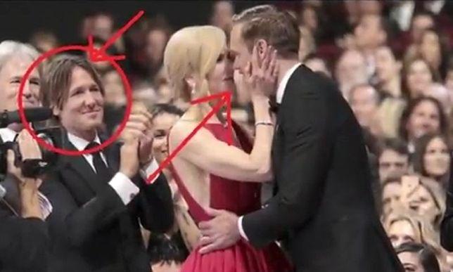 Pocałunek Kidman i Skarsgarda na gali Emmy 2017