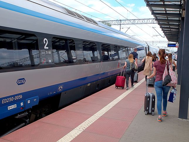 Z usług PKP Intercity skorzystało w ubr. 42,8 mln klientów