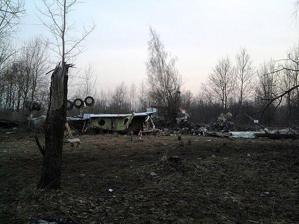 Śledczy zbierają fragmenty Tu-154M przywiezione do Polski