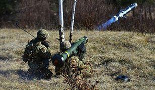 Wyrzutnia Javelin z rakietą waży ok 20 kg