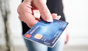 Twoją kartą nie da się płacić zbliżeniowo? I tak można ukraść z niej pieniądze bez PIN-u