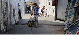 Syryjska dziewczynka w obozie Eleonas w Atenach