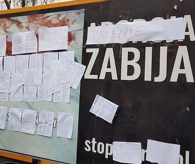"""Uczniowie liceum im. Staszica bilbord z hasłem """"aborcja zabija"""" zamienili na """"palenie zabija"""""""