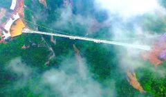 Chiny - najdłuższy na świecie szklany most