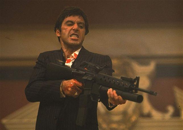 """Al Pacino jako Tony Montana w """"Człowieku z blizną"""""""
