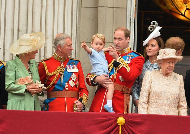 Księżna Kate, książę Jerzy, książę William, książę Karol, królowa Elżbieta