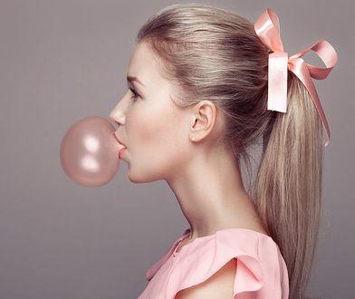Aż 65 proc. klientek salonów fryzjerskich to blondynki.