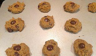 Zdrowe ciasteczka w wersji mini blondie z ciecierzycy, pyszne i bezglutenowe