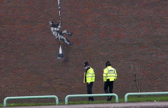 """Banksy potwierdził autorstwo. """"Create Escape"""" 2021"""