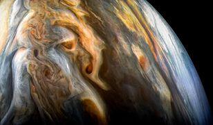 Obraz Jowisza uchwycony przez JunoCam we wrześniu 2017 roku