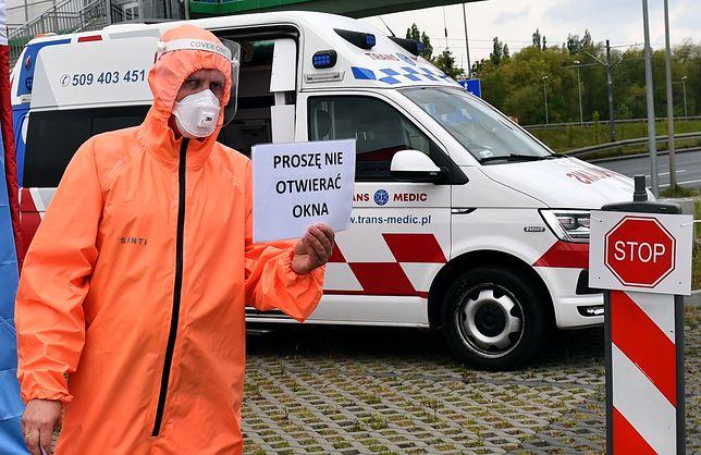 Jak twierdzi mec. Andrzej Mikosz - w Polsce powinien obowiązywać stan klęski żywiołowej, a nie stan epidemii.