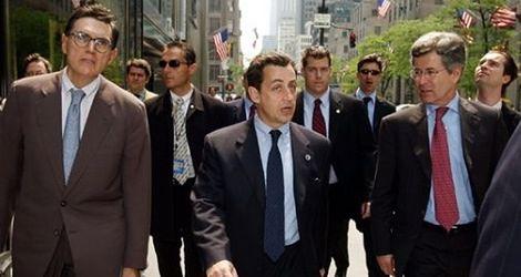 Sarkozy fotografuje się z niższymi!