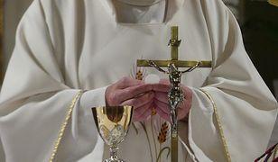 Koniec z ograniczeniem liczby wiernych w kościołach. Piotr Żyłka skomentował decyzję premiera