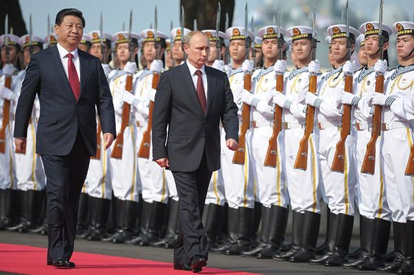 Przywódca Chin Xi Jinping i prezydent Rosji Władimir Putin