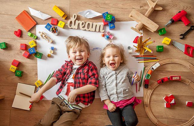 Tradycyjne i proste w formie zabawki wykonane z drewna mają coraz więcej zwolenników.