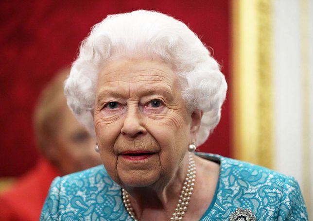Królowa Elżbieta II pomogła krawcowej