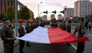15 sierpnia – Święto Wojska Polskiego. Polakom podoba się pomysł organizacji wojskowych defilad
