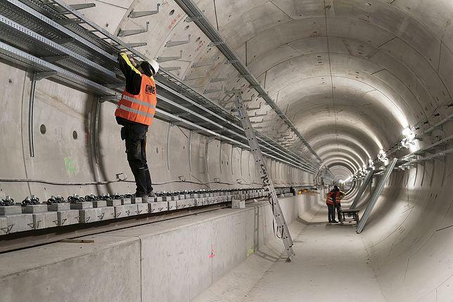 Warszawa. Trwają intensywne prace na wschodnio-północnym odcinku linii M2