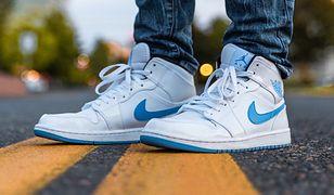Buty sportowe pasują do jeansów