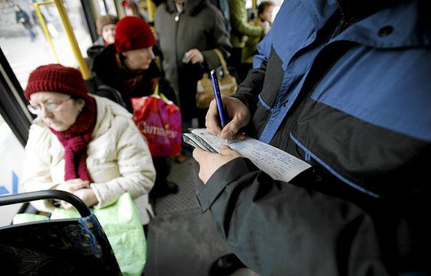 """""""Kanar chwycił moją córkę za ramię i wypchnął ją z tramwaju"""". Czy kontroler ZTM przekroczył swoje uprawnienia?"""
