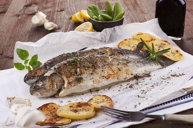 Ryby można podawać na wiele sposobów. Smażone, gotowane na parze, pieczone czy też z grilla. Przepisy z rybami