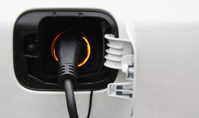 Na co w Polsce może liczyć właściciel samochodu hybrydowego lub elektrycznego?