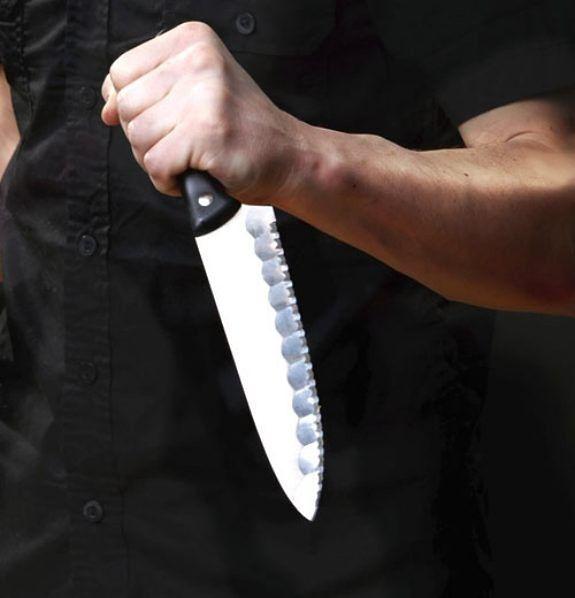 Awantura na Mokotowskiej. Mężczyzna z nożem w ręku gonił swoją partnerkę po ulicy