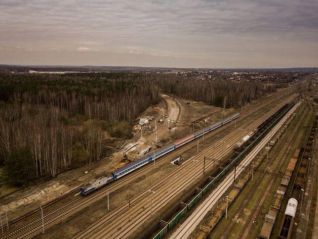 Śląskie. Prace przy budowie połączenia kolejowego z lotniskiem w Pyrzowicach wchodzą w kolejną fazę.