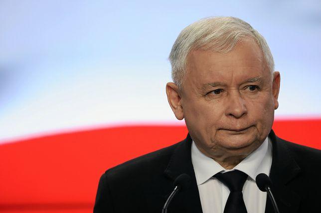 """Bardzo dobry wynik PiS w najnowszym sondażu. Jest jedno """"ale"""". Kaczyński może się zmartwić"""