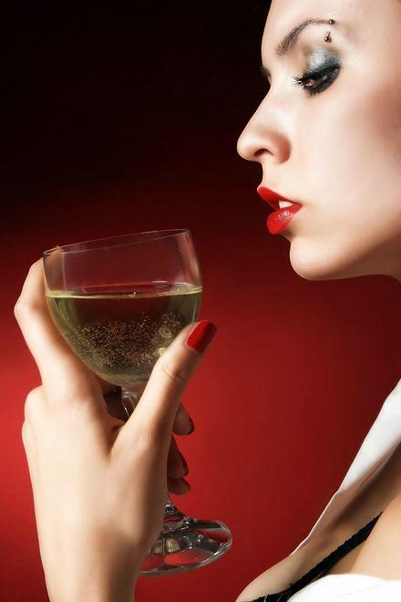 Kobieta i zbyt wiele alkoholu? To nie najlepsze połączenie