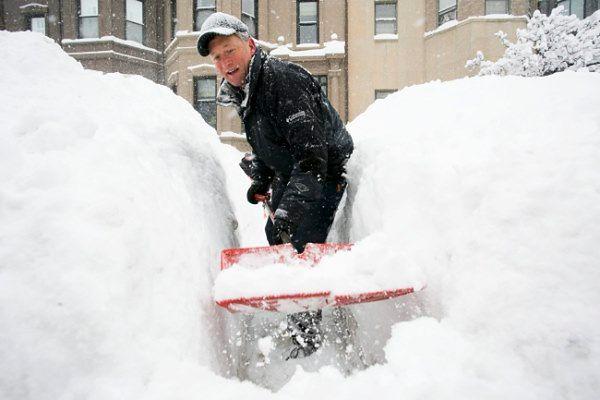 Mieszkańcy wschodnich rejonów USA walczą z zimą