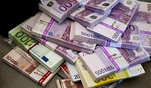Znalazła pół miliona euro w swojej piwnicy. Policja ustala, czy może je zatrzymać