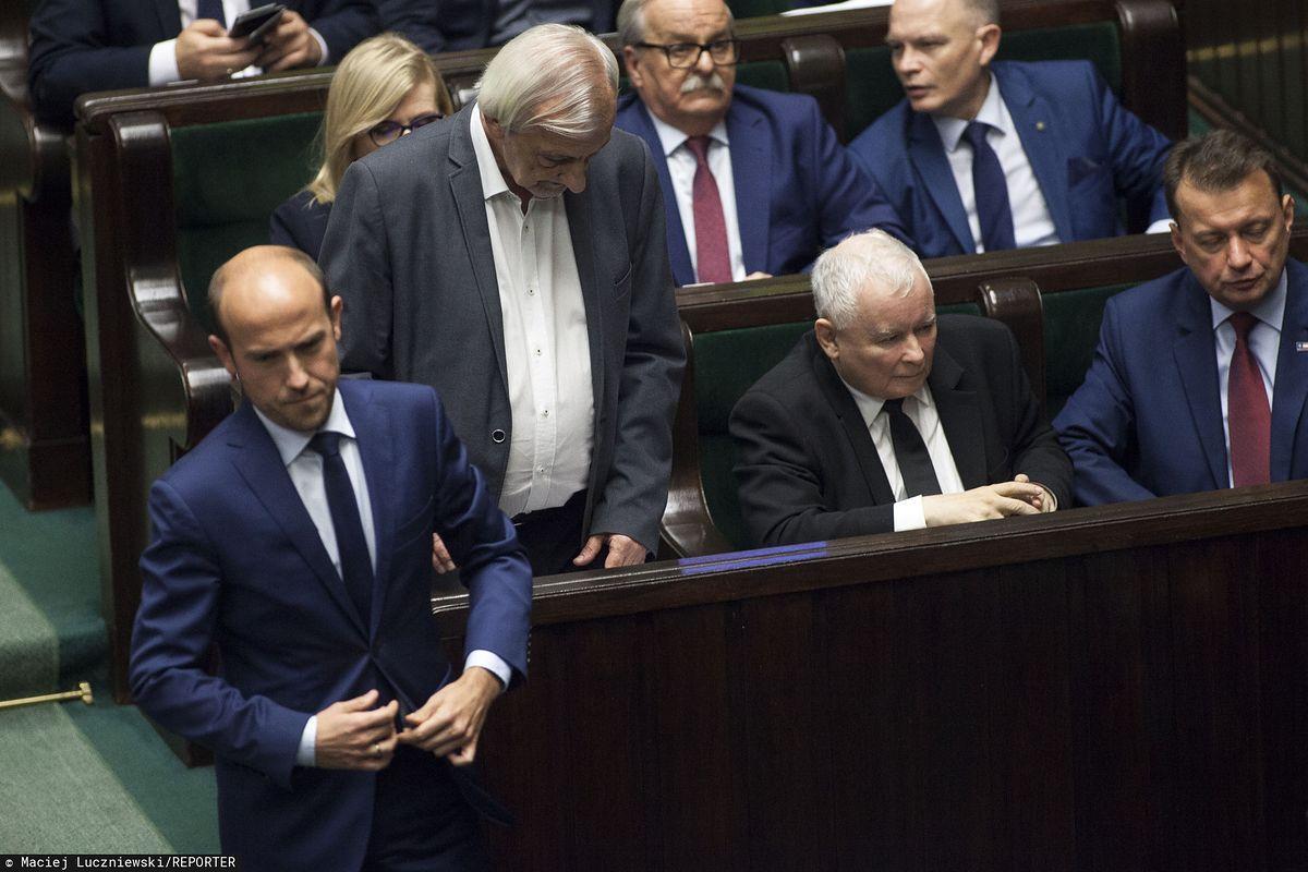 Sondaż. Czy Unia Europejska powinna obcinać fundusze? Polacy podzieleni