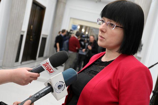 """Kaja Godek wyłożyła """"kawę na ławę"""". Zdradziła, ile zarabia w państwowej spółce"""
