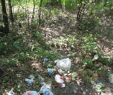 Opublikował zdjęcie śmieci w lesie. Zagroził: Wpłacisz na WOŚP albo idę na policję