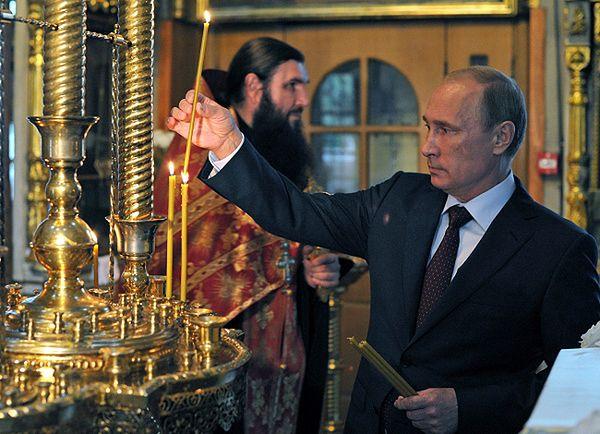 """Władimir Putin zapalił świeczkę dla tych, """"którzy ucierpieli broniąc ludzi z Noworosji"""""""