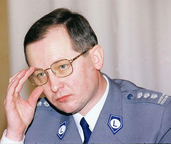 Prokuratura: gen. Marek Papała był przypadkową ofiarą złodziei samochodów