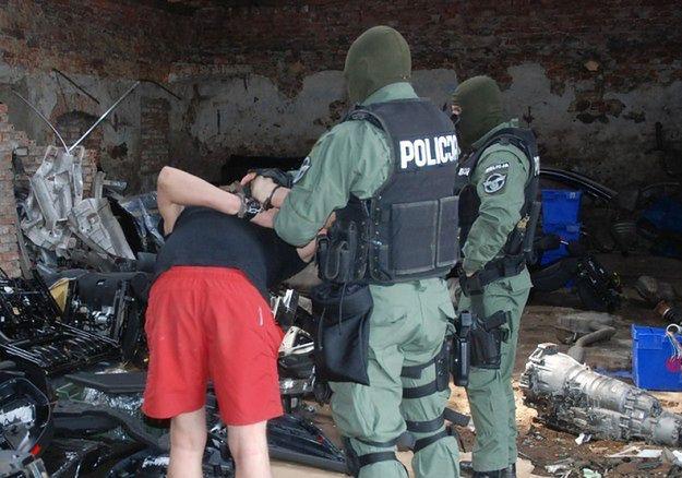 Policja zatrzymała podejrzanych o podłożenie bomb w miejscowościach pod Poznaniem