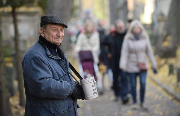 """Trwa kwesta na rzecz Starych Powązek. """"Już wczoraj zebrano 45 tys. zł"""""""