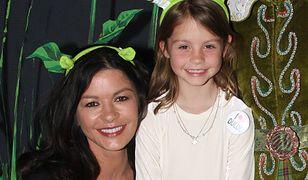 Catherine Zeta-Jones z córką na okładce. Carys Zeta-Douglas wyrasta na piękność