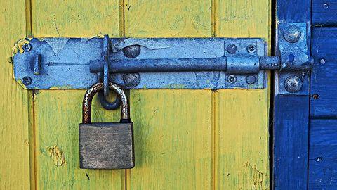 Łatkowy Wtorek października: przejęcie UEFI, ucieczka z Hyper-V i błąd w IPv6