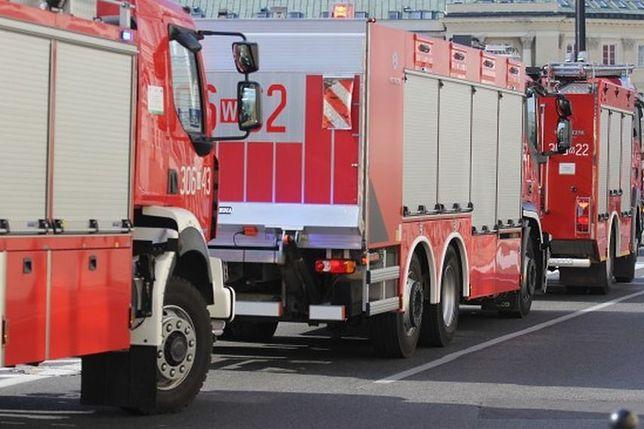 Strażak nie chciał wpuścić kierowcy na miejsce wypadku. Samochód wjechał w niego