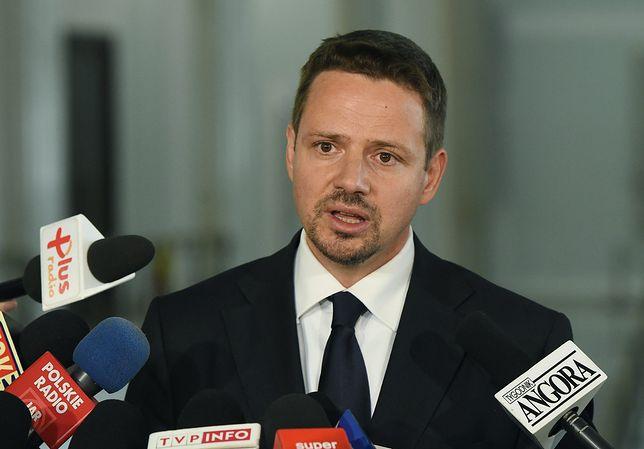 Miesięcznica i kontrmanifestacja. Trzaskowski nie wyklucza, że na Krakowskie Przedmieście przyjdzie cała opozycja
