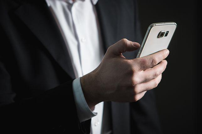 Groźne oszustwo powraca - stracił 18 tys zł. Policja ostrzega przed fałszywymi SMS-ami