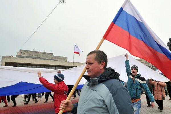 Prorosyjscy demonstranci w Symferopolu