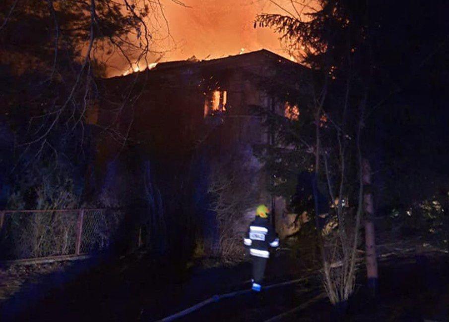 Lubiąż. Pożar w pobliżu klasztoru cystersów. Ewakuowano 10 rodzin (OSP Prochowice)