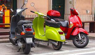 Motocyklami i skuterami 50 cm3 niektórzy mogą jeździć bez prawa jazdy.