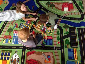 Wykładzina czy panele i dywan - co lepiej sprawdzi się w pokoju dziecka?