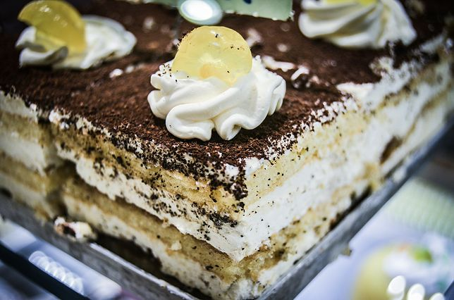 Ciastka zjadane na miejscu w cukierni czy kawiarni są obłożone wyższym podatkiem niż kupowane na wynos